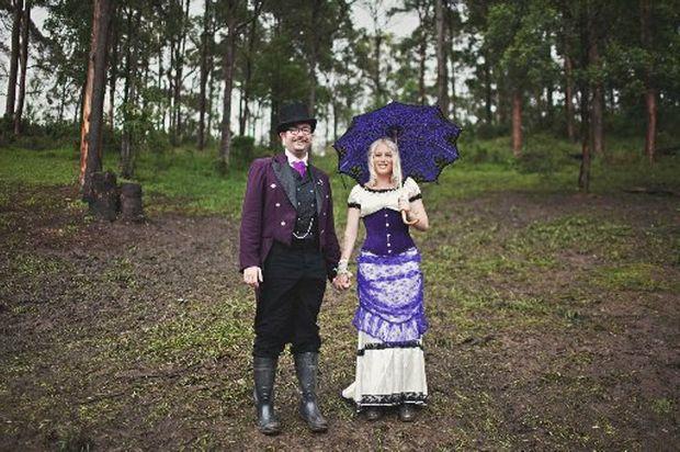 Woodfordia wedding couple